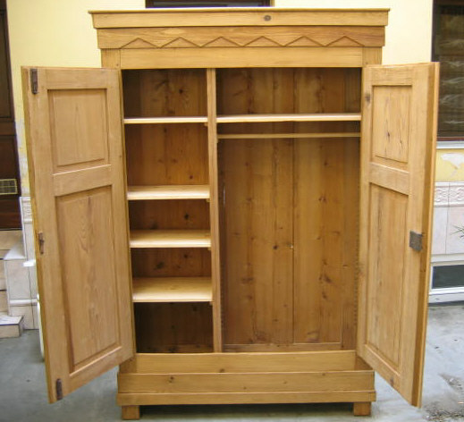 Fabrication et restauration de meubles for Amenagement interieur armoire